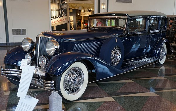 The 1932 Cord E-1 was a prototype that actually never was produced. It was originally equipped with a 16-cylinder engine, then ended up with a 12-cylinder motor. It was a test car to be the successor to the famous L29 Cord.