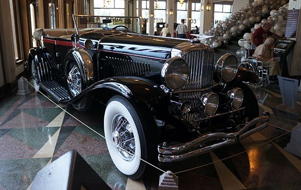 The front end of this 1932 Duesenberg J Murphy Roadster was captured in many Art Deco drawings of the day.