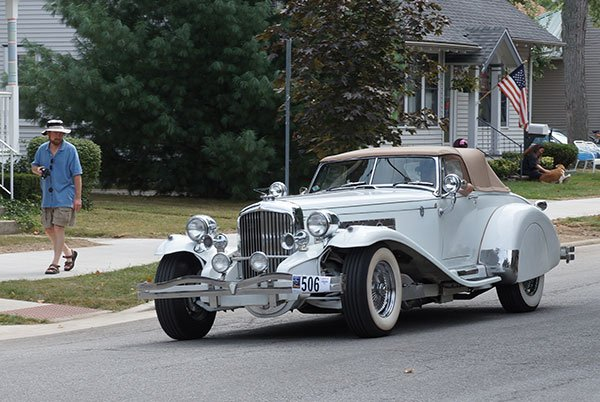 A Duesenberg Roadster like the one Clark Gable has owned.