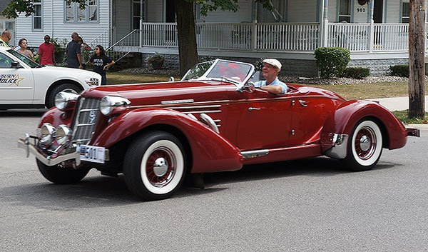 There were a number of Auburn 851 Speedster reproductions in the parade. All of the reproduction speedsters were very authentic, but you could tell by the sound of the engines which ones had the modern drivetrains as opposed the the original Lycoming motors.