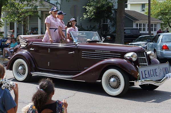 Female baseball players from back in the day were treated to a ride in the A-C-D Museum parade.