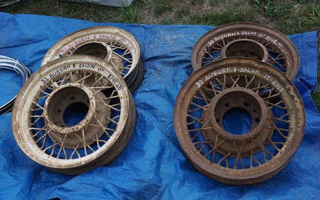 Auburn wheel centers