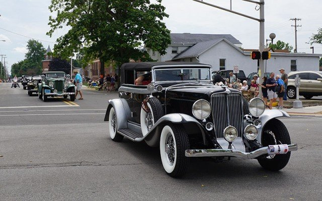 Auburn Cord Duesenberg Parade