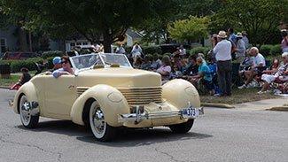 Auburn Cord Duesenberg Festival parade