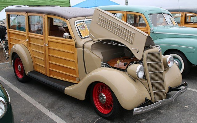 1935 Ford Woodie Station Wagon
