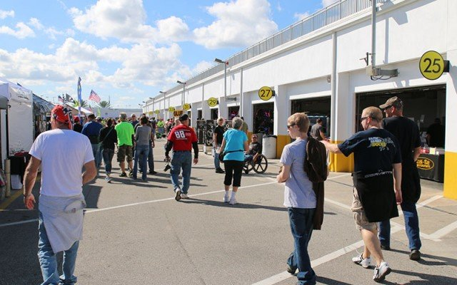 Swarming parts hunters near the Yellow Garage