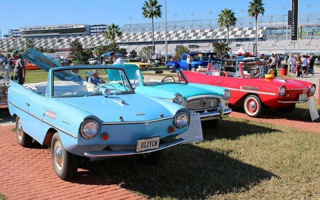 Row of classic microcars at the Daytona Turkey Run