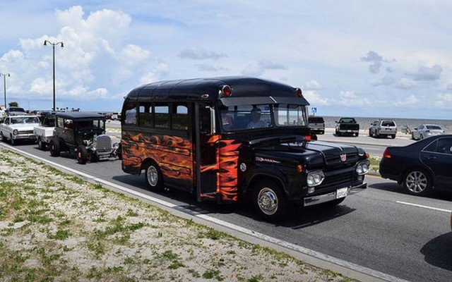2015 Hot Rod Power Tour coming into Gulfport. (Photo by Donny M. Carter)