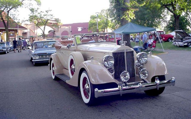Cruisin at 2015 MSRA Back To The 50s Weekend