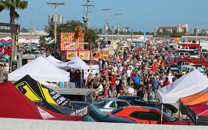View of show goers at the 2015 Daytona Turkey Run