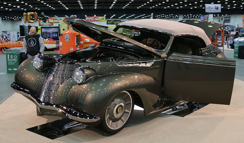 1939 Oldsmobile Great 8 winner at 2016 Detroit Autorama