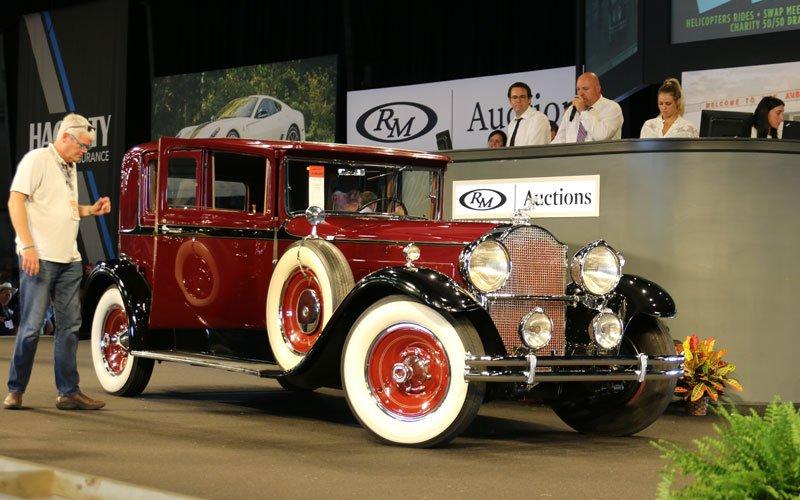 1930-packard-740-sedan-3125